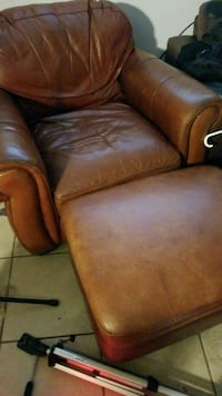 Brown leather Chair with Otimam also brown leather 446 mi