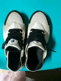 pair of white-and-black Nike sneakers Gaithersburg, 20879