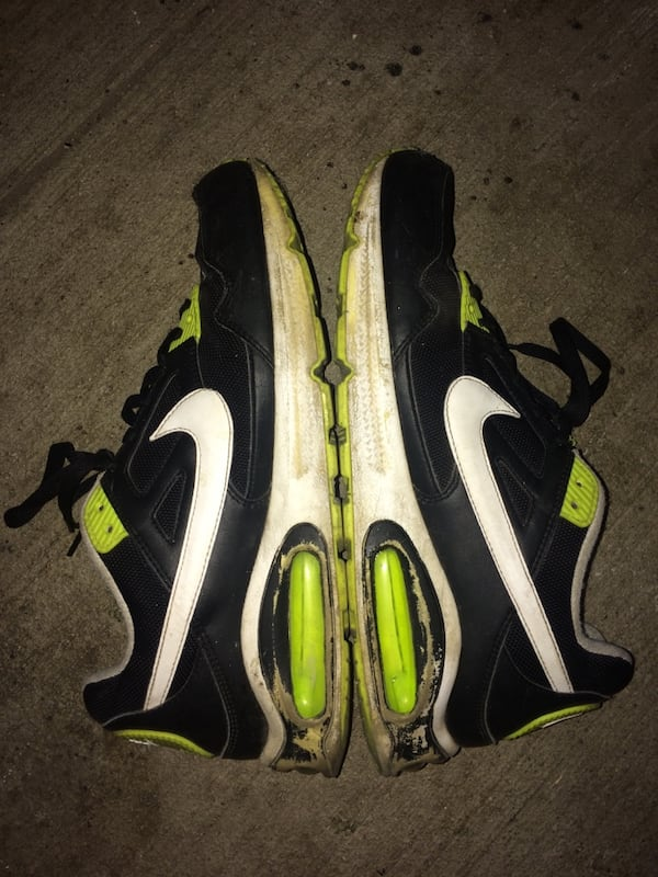 Used Air Nikes size 10 c95c263a-173e-4dac-909f-42f62f8972cd