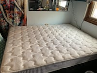 Queen mattress with box springs Des Moines, 50310