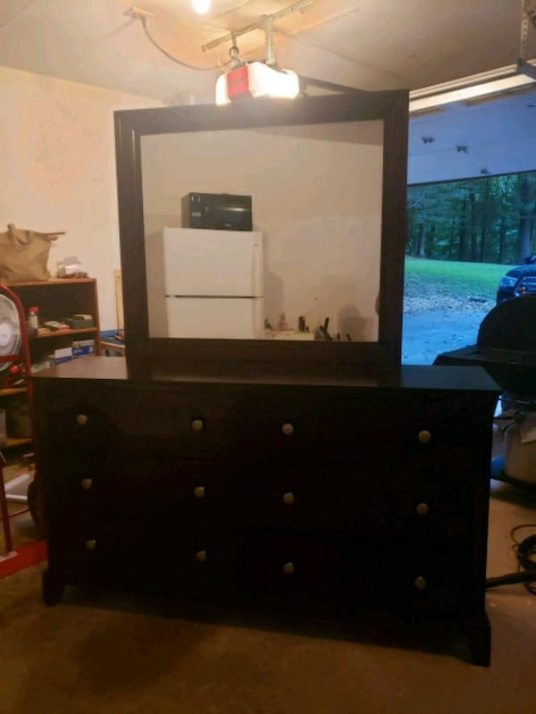 Dresser with Mirror 8573ac43-08fe-479d-a42f-36bf10282e85