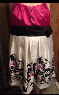 Women's plus size pink and white floral halter top silk like material. Calgary, T3G 3W6