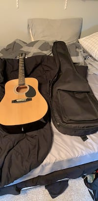 Guitar and padded bag Naperville, 60564