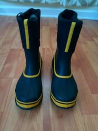 pair of blue-and-yellow rain boots Indian Harbour Beach, 32937
