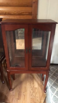 I have 2 on these exact same. They have a glass shelf that goes with them. $20 each cabinet. In good condition  Springfield, 45503