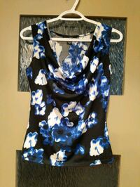 Blue floral scoop neck blouse size small