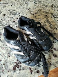 Kids Size 9M Soccer Shoes
