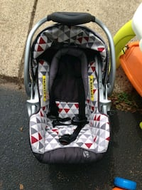 baby's black and gray car seat carrier Ashburn, 20147