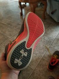 pair of red Under Armour shoes Steelville, 65565
