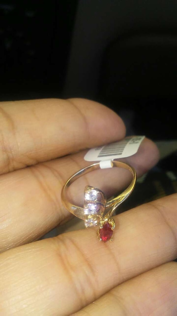 gold-colored diamond and red gemstone ring 0dd142a4-8c8e-471b-aae5-9392c429ecbd