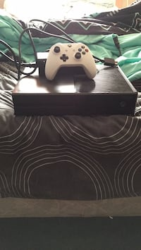 Black Xbox One and White controller with power but no HDMI I just dont play it anymore