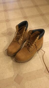 Timberlands size 9 NEGOTIABLE  Vancouver, V5M
