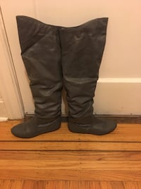 Size 8 just over the knee grey boots Victoria, V8T 4G2