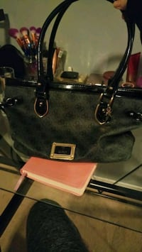 GUac guess purse  Oshawa, L1K 0A8