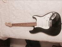 Black and white electric guitar 22 km