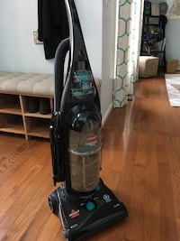 Black and green bissell upright vacuum cleaner Annapolis, 21403