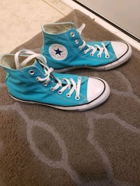 Mint condition size 8 converse shoes! Mississauga, L5S 1R9