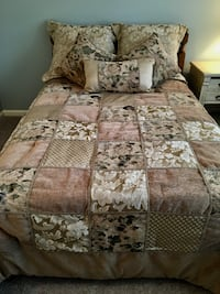 Bedspread and Pillow Set Danbury