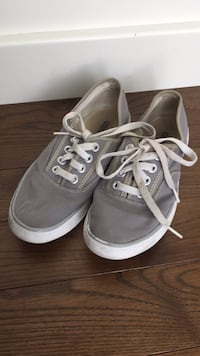 Converse shoes size 4.5 London, N6B
