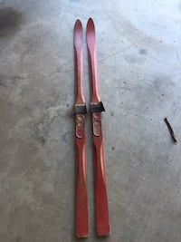 These are old, RED skis. Goleta, 93117