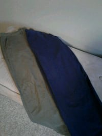 H&m pants size 32, one army green, one navy London, N5V 4S8