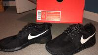 unpaired black Nike running shoe with box Fairfax, 22030