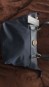 Tommy Hilfigar Purse New- Navy still has tags attached. Sells for $80 new Columbus, 43016