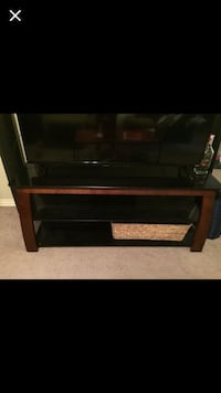 Tv stand (tv not included)