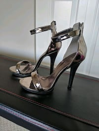 Size 7 Heels Like New Surrey