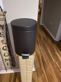 Bathroom trashcan with lid. Foot activated Macungie, 18062