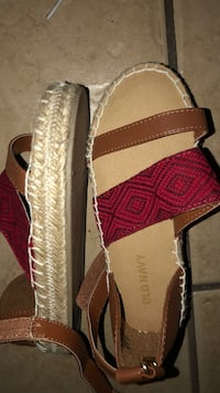 pair of brown-and-red slip on shoes Laredo, 78045