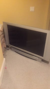 gray flat screen TV with remote Leesburg, 20176