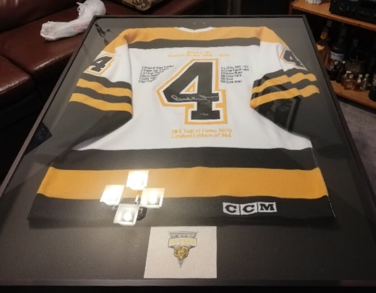 BOBBY ORR (BOSTON BRUINS) SIGNED JERSEY FRAMED - LIMITED EDITION 5