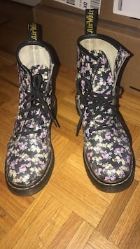 Used Women dr.martins sz 8 good condition Mississauga, L4W 5H4