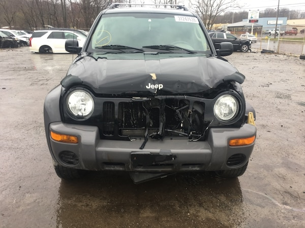 Parting out 2004 Jeep Liberty 4x4