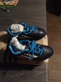 Pare of black and blue adidas Charlotte, 28210