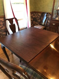 Knob Creek Dining Room Set ALLENTOWN