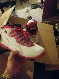 unpaired white and red Air Jordan 9 El Paso, 79934