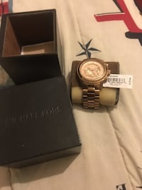 Round silver michael kors chronograph watch with box Norfolk, 23508