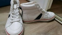 Boys size 4 lace up Old Navy Runners