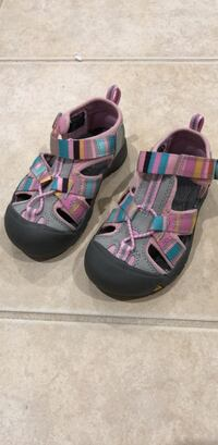 Pair of gray-and-pink sandals Broadlands, 20148