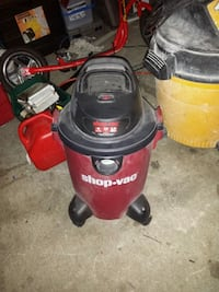 red and black Craftsman wet and dry vacuum cleaner Delta, V4C 3C3