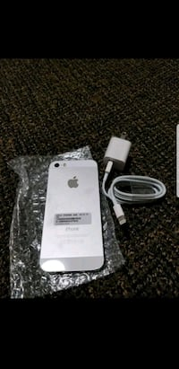 Apple iPhone 5s. 16 GB. Factory unlocked  41 km
