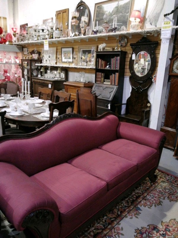 Antique sofa. R230 22bbbdd4-92e0-47f7-9e0a-c78c82b77f3a