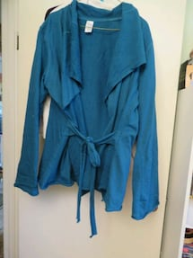 XL Peacock cardigan in New condition P/U in town of Stony Plain -