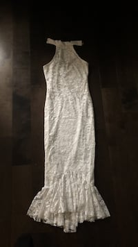 women's white sleeveless dress