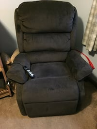 Recliner, electric,less than a year old Warwick, 02889