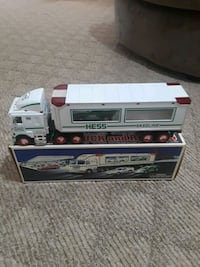 Hess Toy Truck and Racers 1997 Queens, 11428