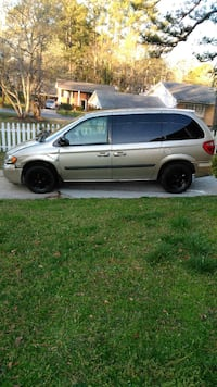 brown minivan Atlanta, 30349