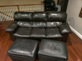 2 couches 1 chair